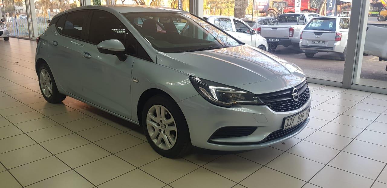Opel Astra 1.0T Essentia 5-Door