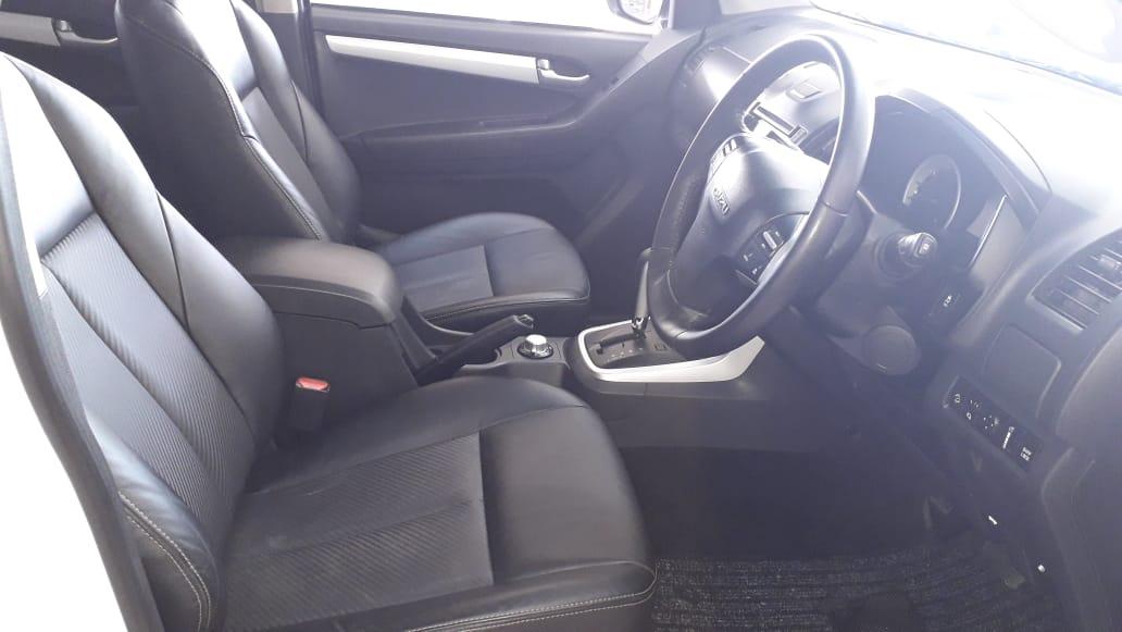 Isuzu KB 300 D-TEQ LX A/T 4X4 Double Cab Bakkie