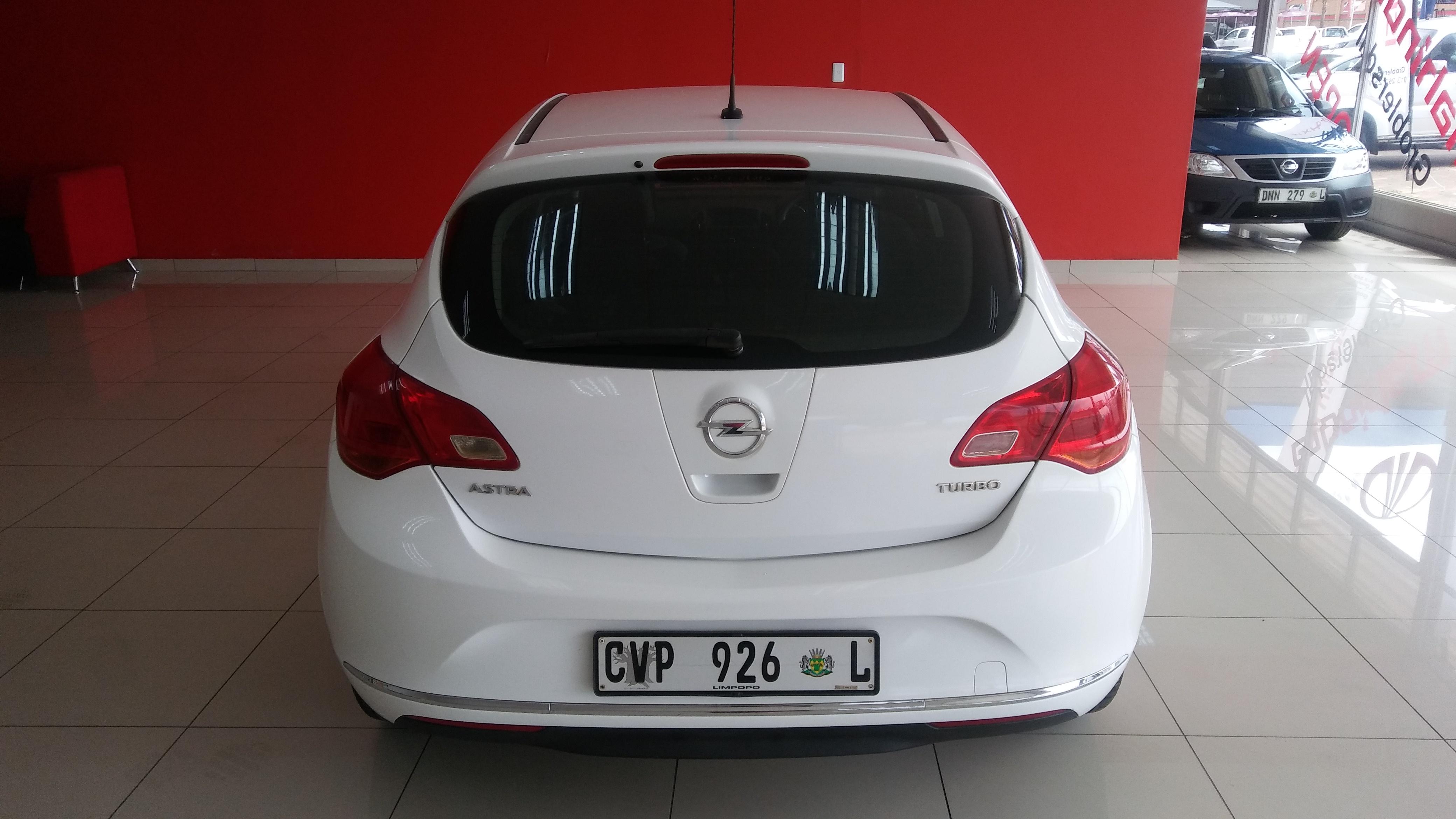Opel Astra 1.4T Essentia 5-Door