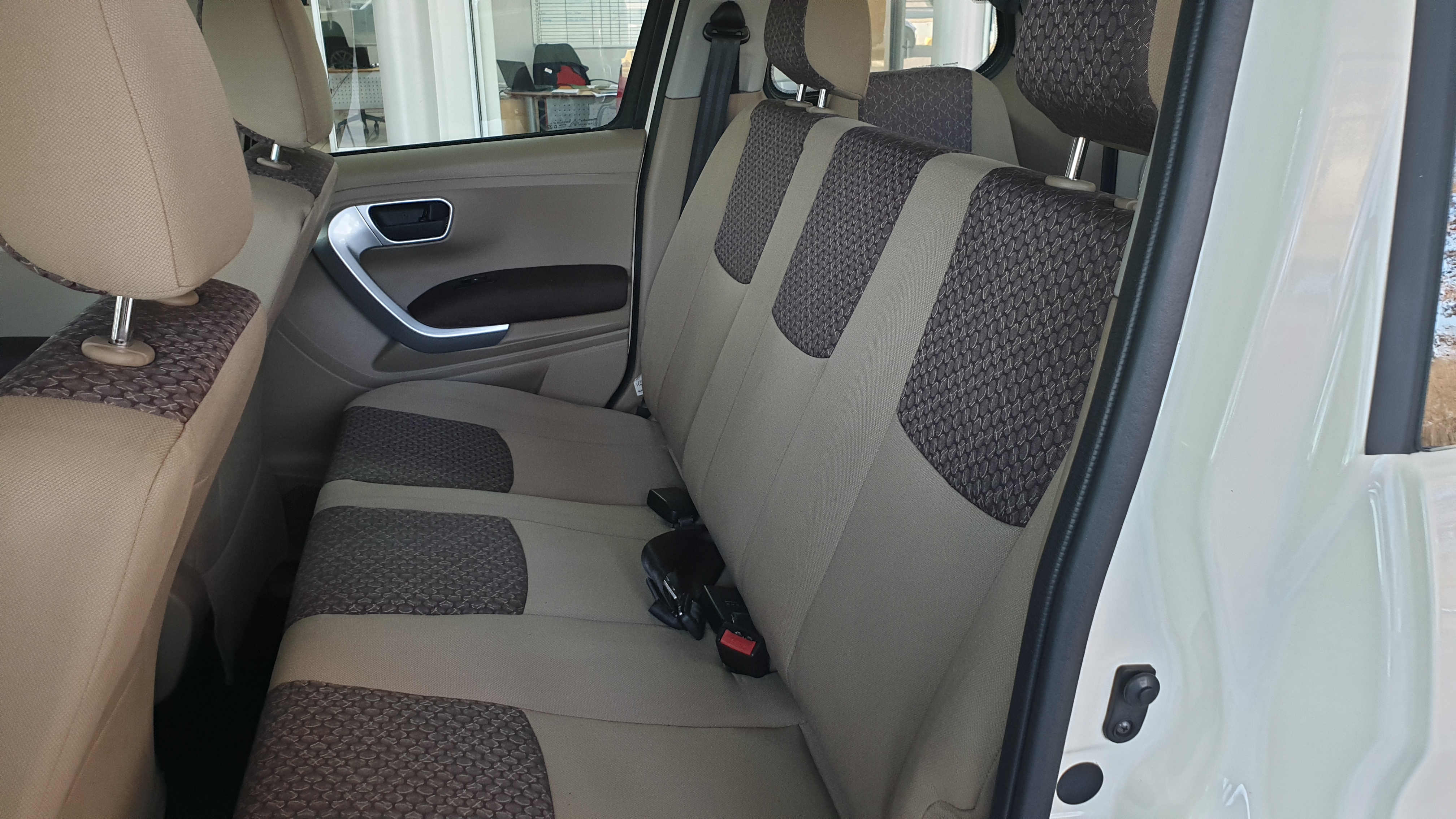 MAHINDRA TUV 1.5TD (7 SEAT)